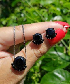Conjunto brinco e colar com ponto de luz detalhado de zircônia negra em banho de ródio negro