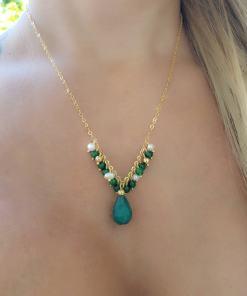 Colar 45cm com franja de pérola de água doce e gota de Jade Verde Esmeralda em banho de ouro 18k