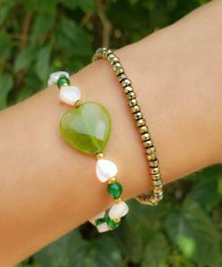 Pulseira silicone com cristal dourado, coração de madrepérola e jade verde G