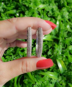 Argola 3,3cm com micro zircônia branca em banho de ródio branco