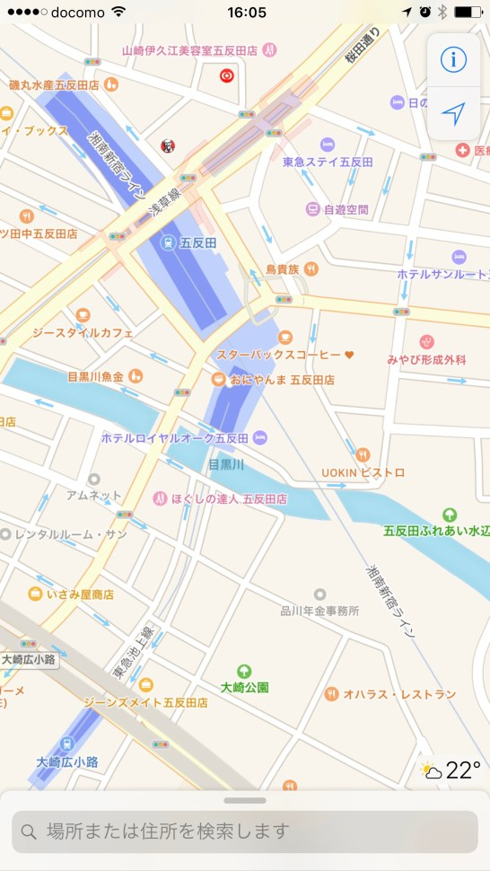 Apple Maps Gotanda default view: pasty white wall with paint spatters or is this supposed to be important information? Only Apple knows because this map has no idea what's important to convey.