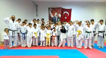 Çiftlikköy Karatecileri Trakya liginde madalyaları topladı..