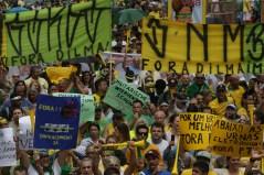 Milhares de manifestantes na Av. Paulista... - Foto: Paulo Pinto/Fotos Públicas