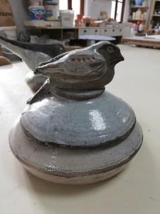 oiseau sur socle poterie - Atap Aubagne