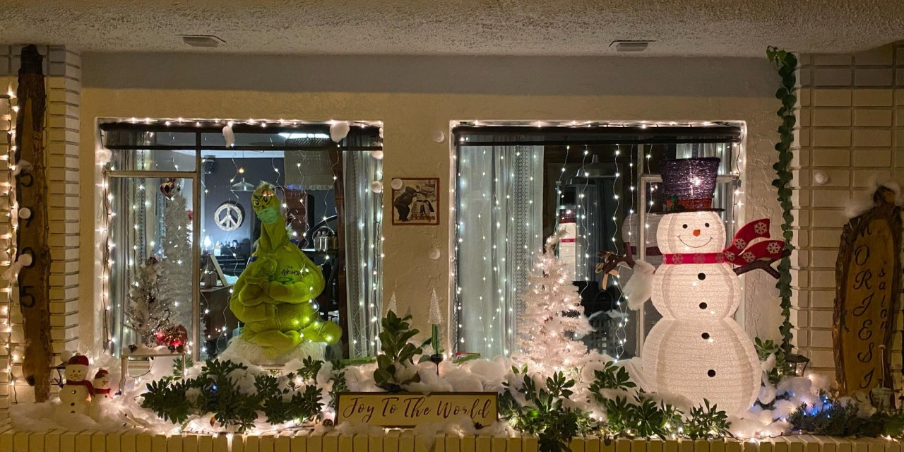 Morjesi Salon Takes First Prize In Window Decoration Competition