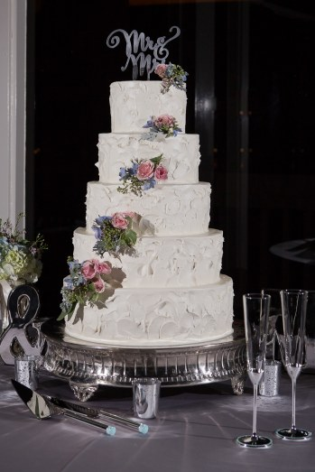 Woodlands Resort Wedding Photographer: Artfully textured cake adorned with roses at The Woodlands Resort