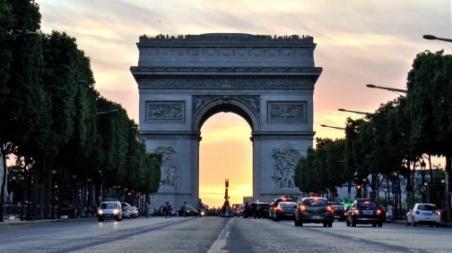 arc-de-triumph-at-sunset-seen-from-champs-elysees-paris-france_v6zficunax__F0000