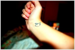 11 Small-Bird-Tattoos-on-Wrist