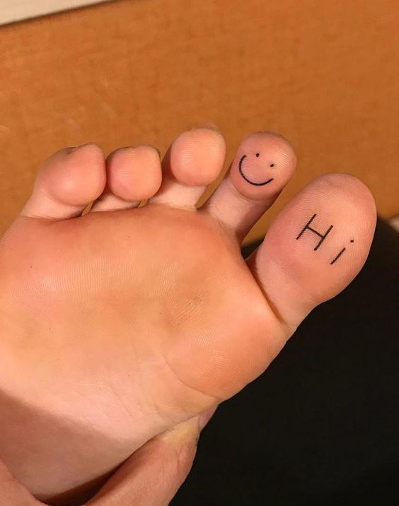 Simple 'Hi' tattoo under women toe