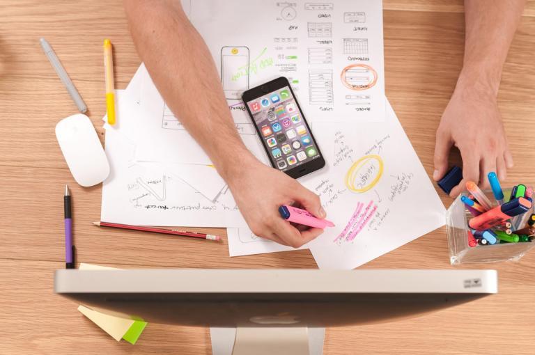 """""""Empleabilidad""""hace referencia al potencial que tiene un individuo de ser solicitado por una empresa para trabajar en ella."""