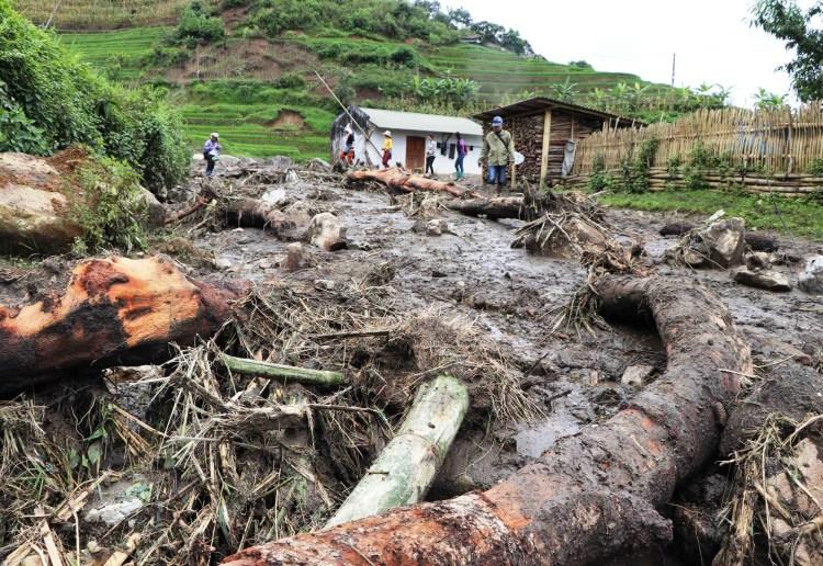 """""""Việc mất rừng đầu nguồn dẫn tới khó khăn rất lớn trong phòng lũ và chúng ta đang phải trả giá""""-ông Trần Quang Hoài-Tổng cục trưởng Tổng cục Phòng chống thiên tai. (Ảnh: TTXVN/Vietnam+)"""