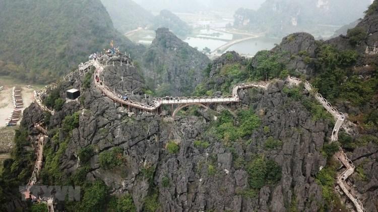 Công trình xây dựng trái phép trên núi Cái Hạ thuộc khu vực Tràng An cổ ở Ninh Bình. (Nguồn ảnh: TTXVN)