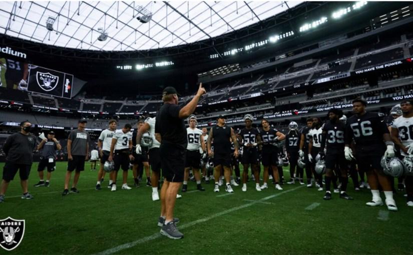 La defensiva de los Raiders necesita un esquema sencillo.