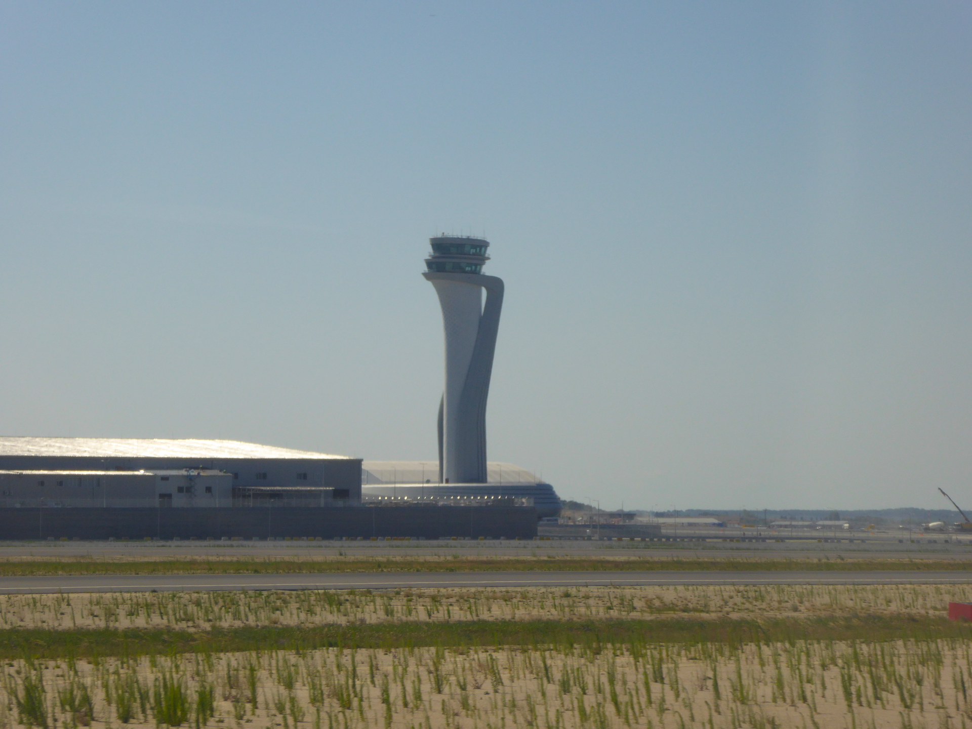 Istanbul_new_airport_tower_02