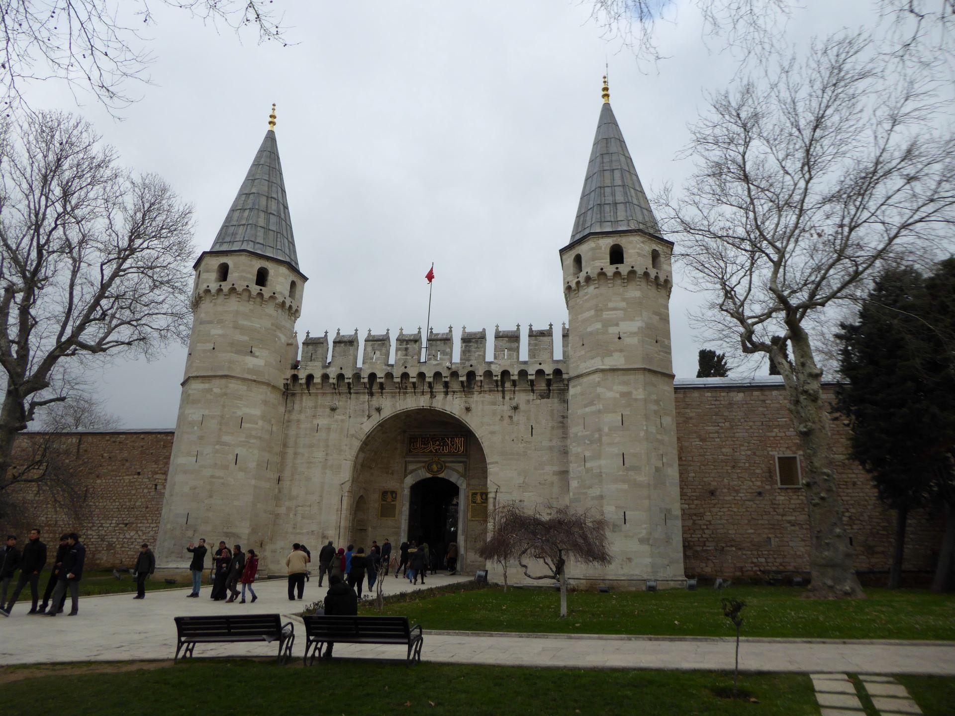 Stambuł Wspaniałe Stulecie: brama pałacu Topkapi
