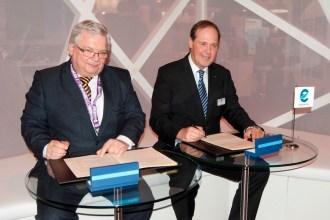 El CEO de GroupEAD, Heinz-Michael Kraft y el director general de Eurocontrol, Frank Brenner. Fotografía: Enaire