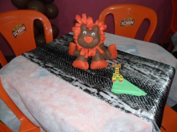Centro de mesa festa safari  Atelie Lu Arteira