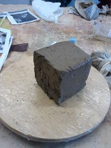 atelier terre : photo d'un bloc de terre