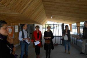 GuyPierre Blanc de l'Atelier du Bois, Sylvie Desmond, architecte, les représentantes du CAUE, de la CMA et Clothilde Cunienq, directrice adjointe des services techniques de la mairie de Gaillac, à l'entrée du groupe scolaire La Clavelle Vendôme Photo AMB ToulÉco.