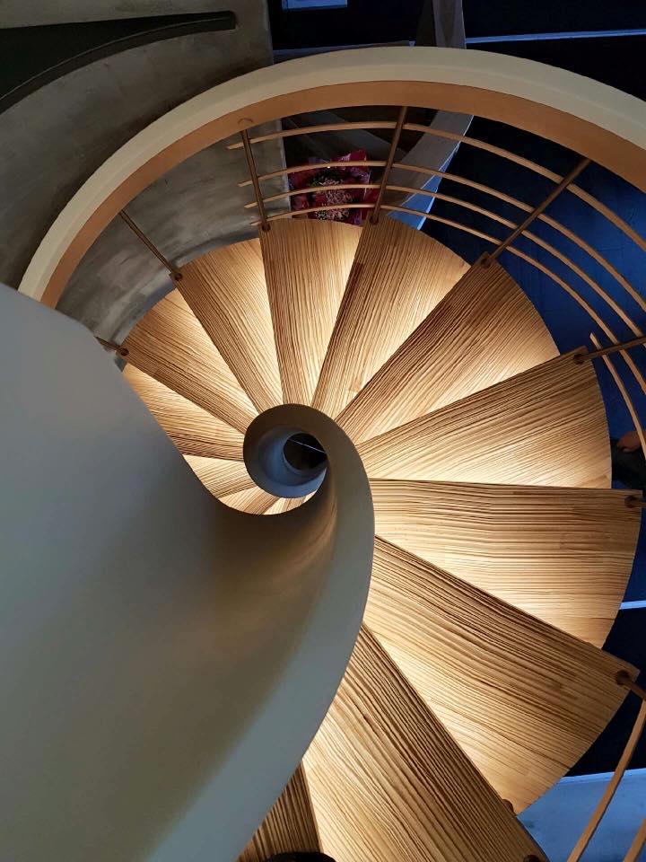 senzu-escalier- sur mesure-design-contemporain-unique-suspendu