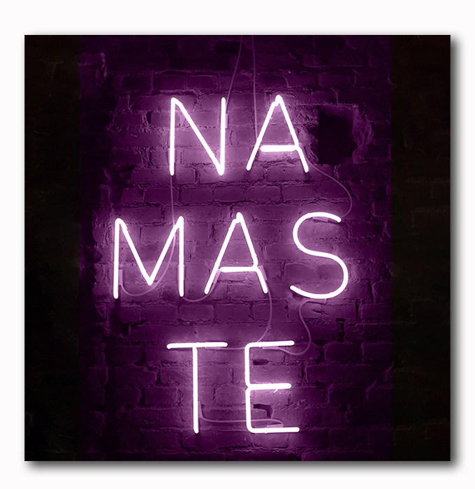 Namaste Neon Bild auf Holz
