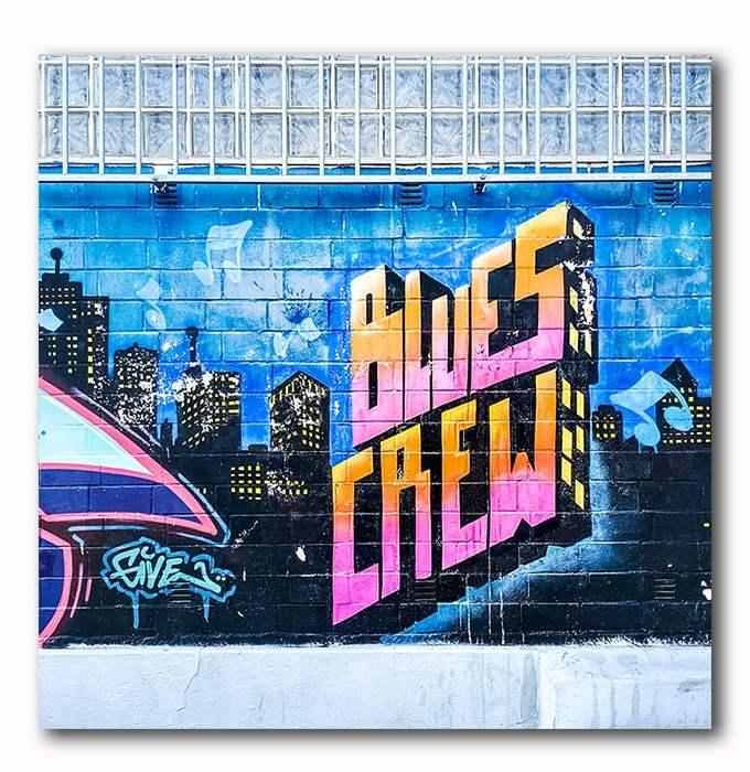 Blues Crew Graffiti Bild auf Holz