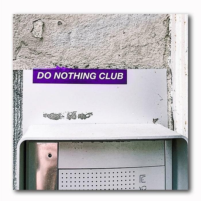 Do nothing Club Bild auf Holzblock