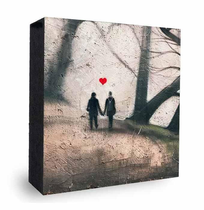 Walk of Love Graffiti Spaiergang im Wald mit Herz