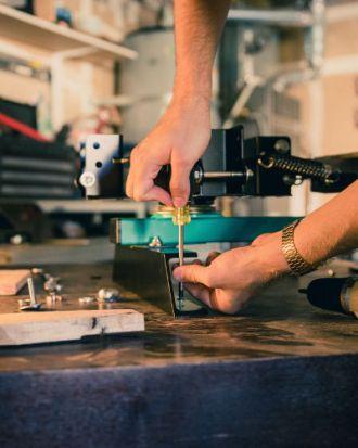 atelier de prototypage dans le tiers lieu de la pompe à floraci