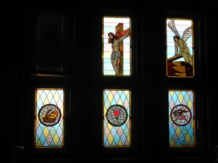 三井楽教会のステンドグラス