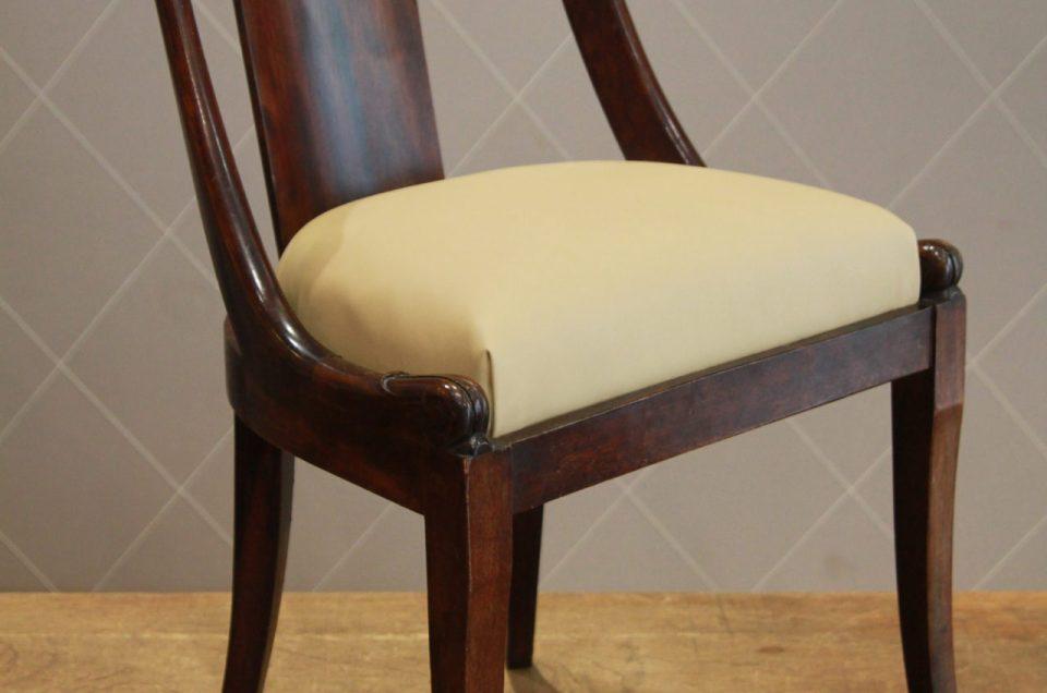 Chaise gondole modernisée pour un bureau avec le faux cuir Caramel de Kirkby Design