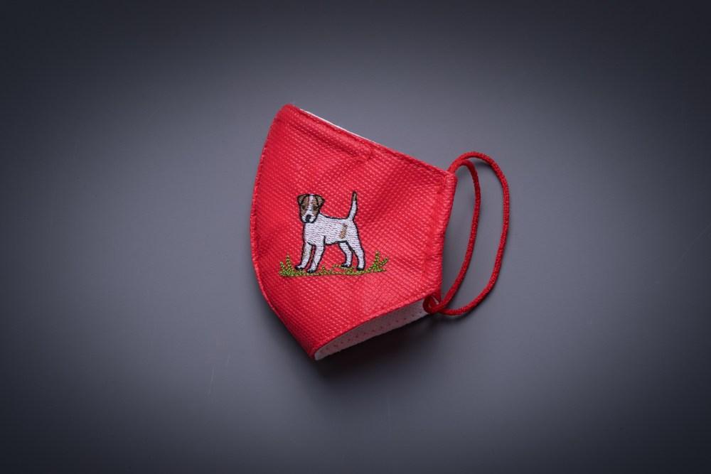 Mascarilla infantil con el perro bordado roja