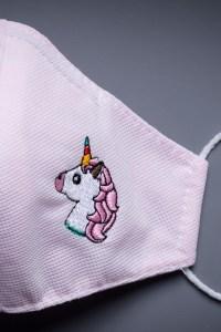 Mascarilla infantil unicornio