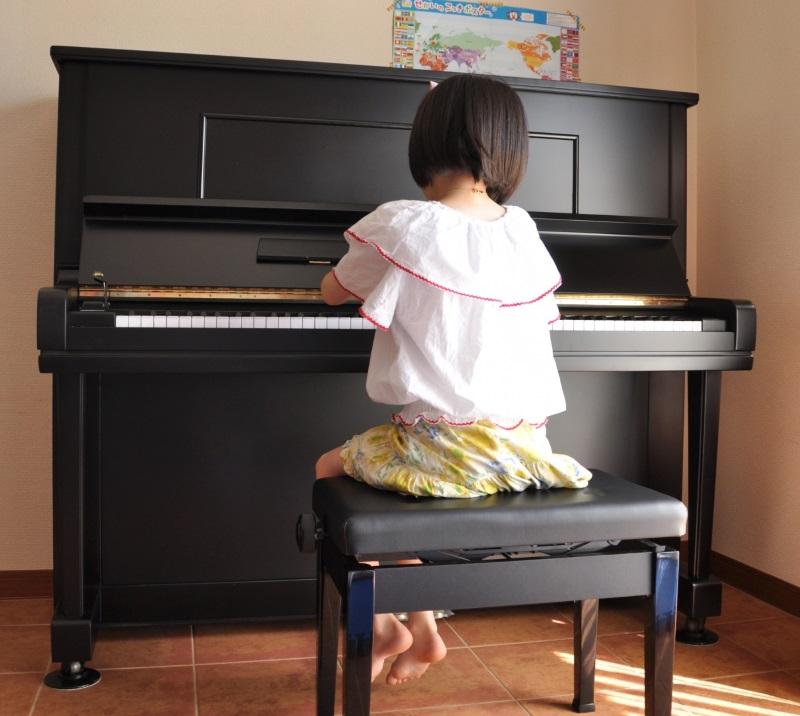 一般家庭でもよく見かけるアップライトピアノでも200キロ以上あります