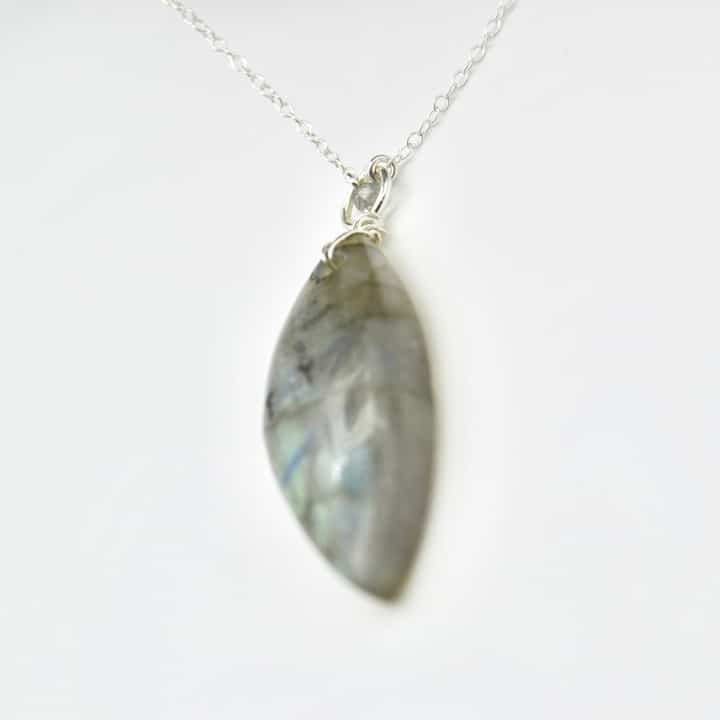 sautoir-labradotrite-piece-unique-collection-bijoux-pierres-lithoterapie-argent-naturel