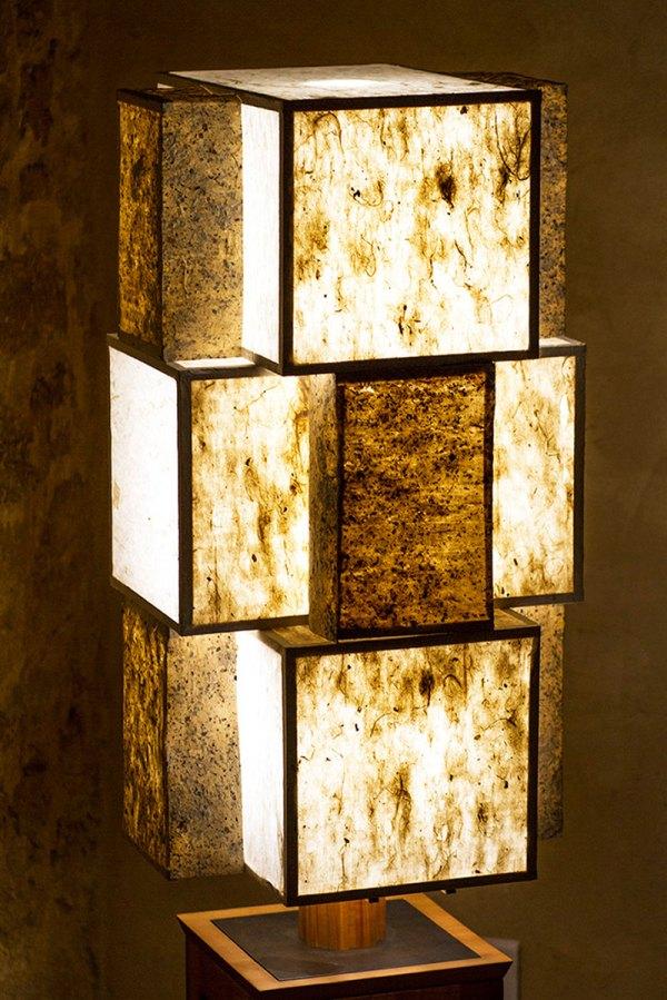 Lampe Komorebi 木漏れ日 - Cormier, acier et papiers washi, par l'Atelier Villard.