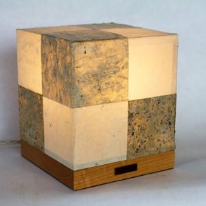 Lanterne Andon 行灯 en papiers washi traditionnels, par l'Atelier Villard.