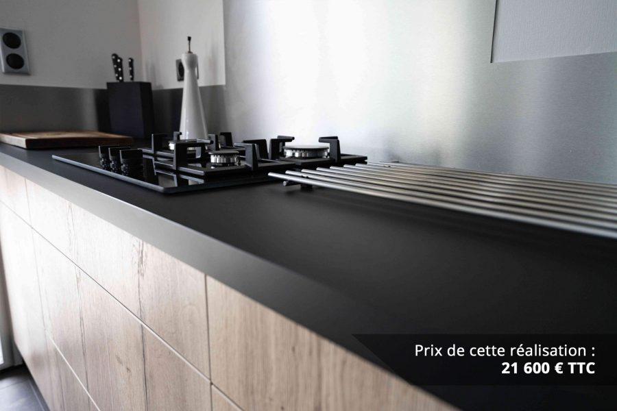 cuisine noir et chene avec table de
