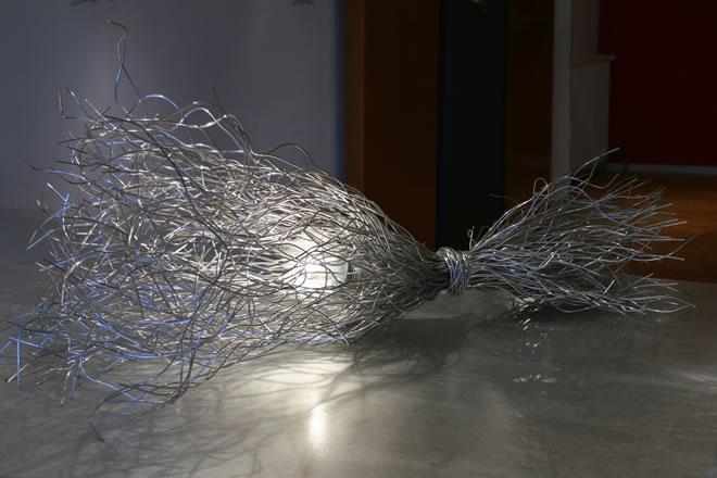 Schemerlamp en tafellamp van aluminium draad