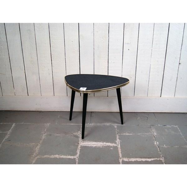 petite-table-triangle