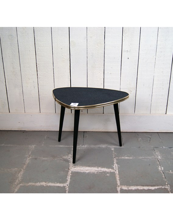 petite-table-triangle