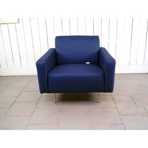 fauteuil-carre-bleu-marine-1