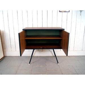 meuble-2-portes-pied-metal-1