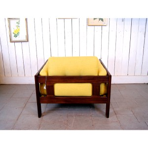 paire-fauteuils-massif-et-jaune-moutardes-2