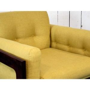 paire-fauteuils-massif-et-jaune-moutardes-3