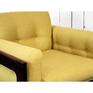 paire-fauteuils-massif-et-jaune-moutardes-6