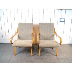 paire-fauteuil-tissu-clair-courbés-1