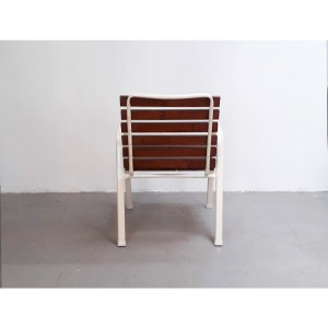 4-chaises-ext-blanches-2