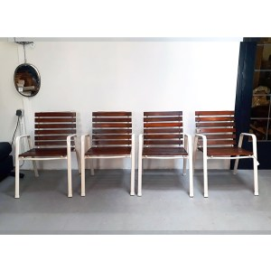 4-chaises-ext-blanches-7
