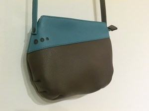 Sac Indispensable cuir gris / turquoise